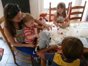 Children learning Spanish through crafts
